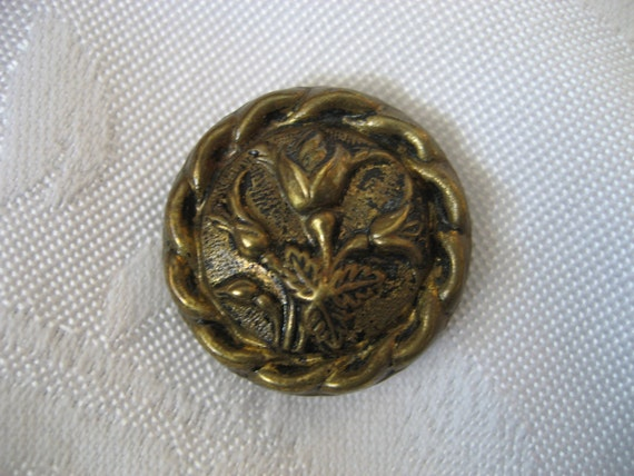 ANTIQUE Rose Flower in Relief Metal Button