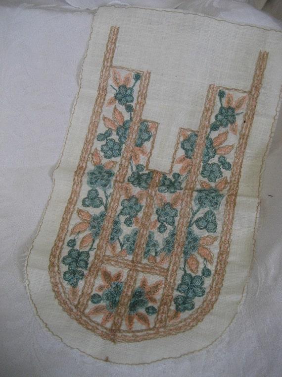 VINTAGE Floral Embroidered Bib Collar Inset  APPLIQUE