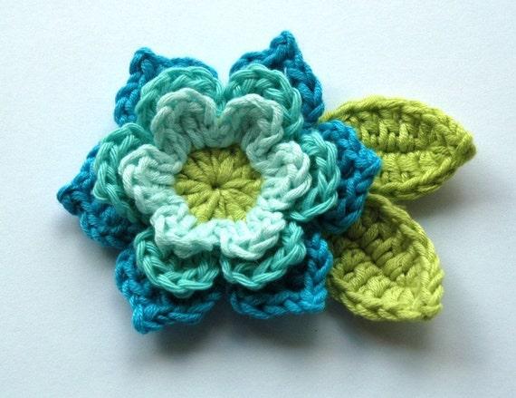 Crochet Flor em azuis frescos e Lima