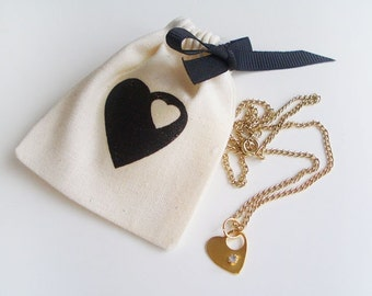 "Mini heart & rhinestone gold necklace (16"") with matching pouch"