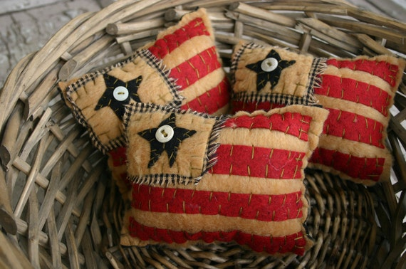 Mini Primitive American Flag Pillows