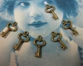 CLEARANCE SALE Bronze Ox Heart Skeleton Keys Charms 944BRZ x6