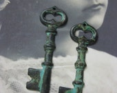 Verdigris Patina Skeleton Key Charms Pendants 99VER x2