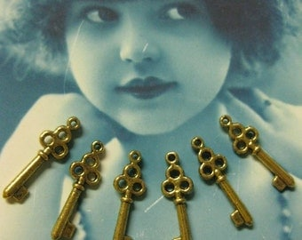 Clearance Closeout Sale Sweet Little Antique Gold Cast Skeleton Keys Charms Galore 1197GOL x6