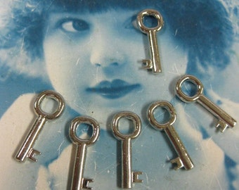 Tibet Antique Silver Small Great Shape Skeleton Keys 96SIL x6