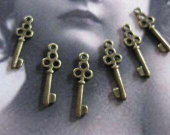 Clearance Closeout Sale Antique Bronze Cast Skeleton Keys Charms  1197BRZ x6