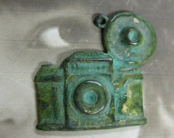 Antique Style Flash Bulb Camera Charms Verdigris Patina 568VER x2