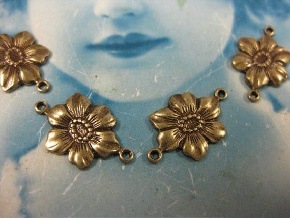 Brass Ox Plated Pansy Jewelry Connectors 260BOX x4