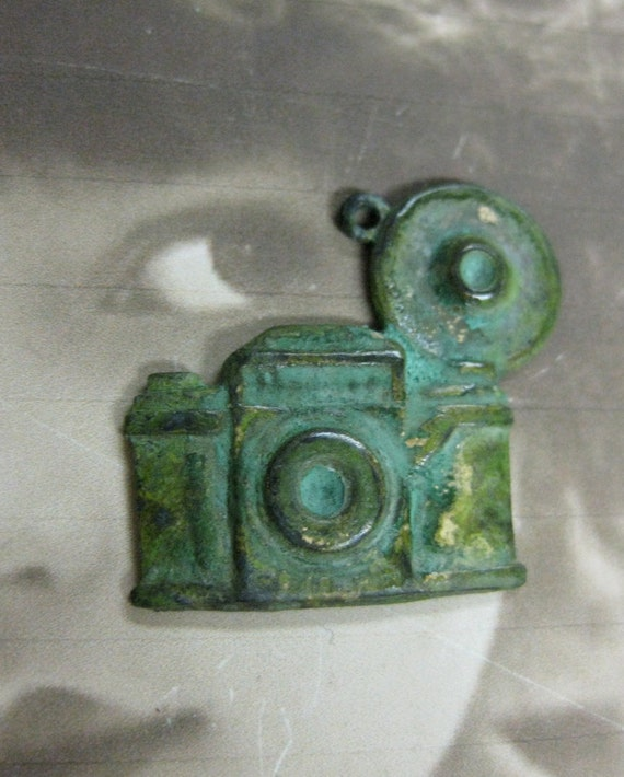 Antique Style Flash Bulb Camera Charms Verdigris Patina 568VER x2