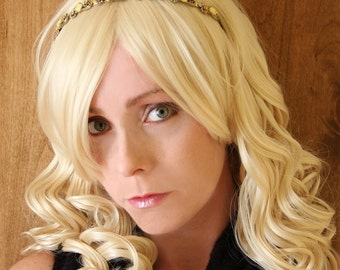 SALE // Beauty Queen Blonde Wig // Supreme Heat Styleable Wig // Long and Curly