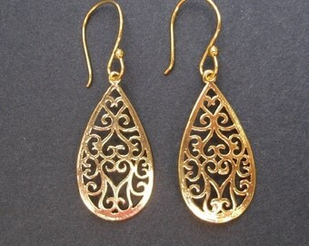 Bright Gold Filigee Teardrop Dangle Earrings.