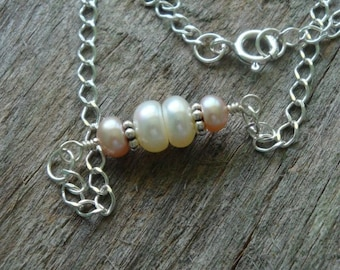 SNOW PRINCESS Simplicity Necklace - Peach and White Pearl in Bali Sterling Silver - Handmade by Dorana