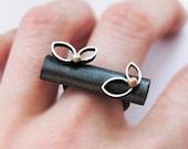 Oxidized Sterling Silver Ring. 18kt Gold. Black. FOLIUM Ring. Handmade by Maria Goti Joyas.