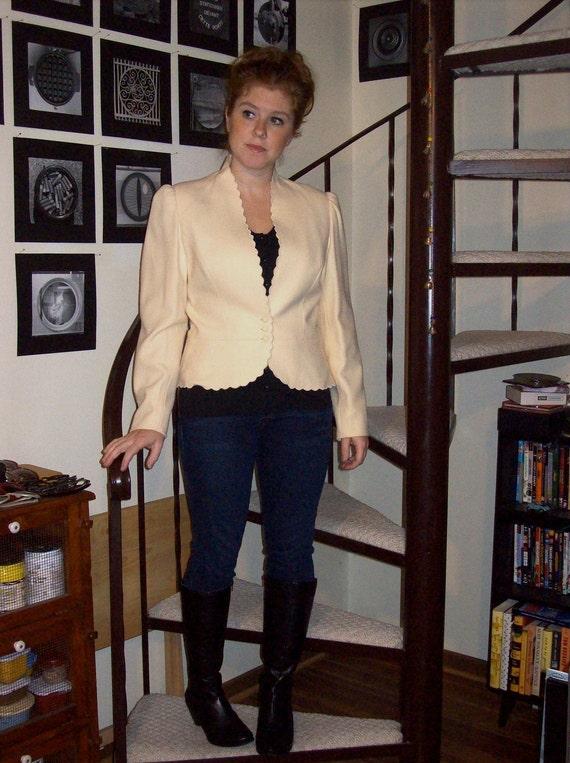 Vintage off white scalloped edge blazer