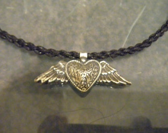 Winged Heart choker