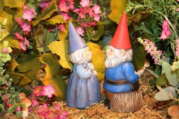 Gnome Garden: MINIATURE GARDEN GNOME COUPLE Concrete Mr And Mrs Gnomes