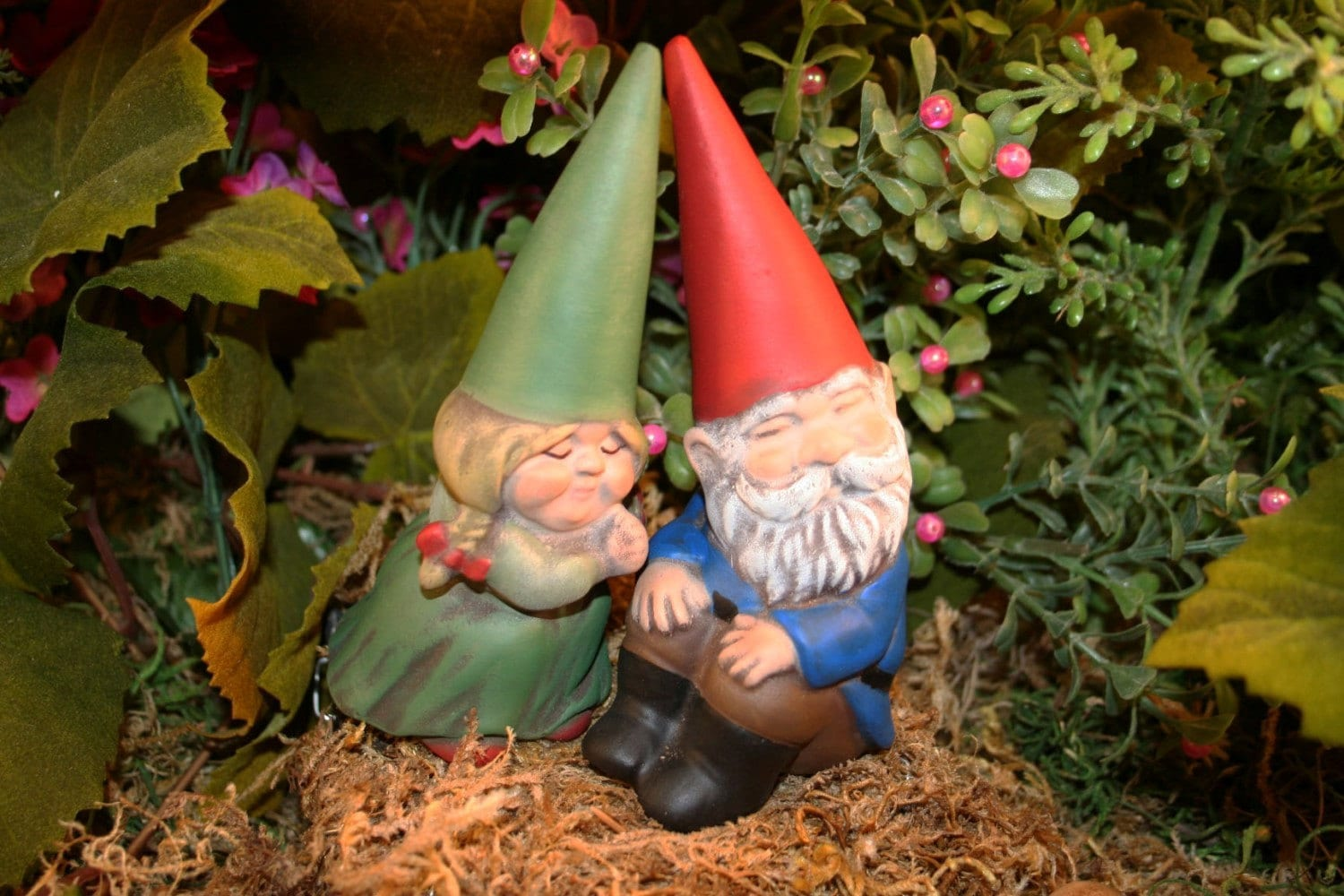 Gnome In Garden: MINIATURE GARDEN GNOMES Concrete Vintage Style Mr And Mrs