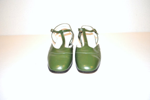 vintage 1960s green mary jane shoes / 60s chunk heels / retro close to sandals