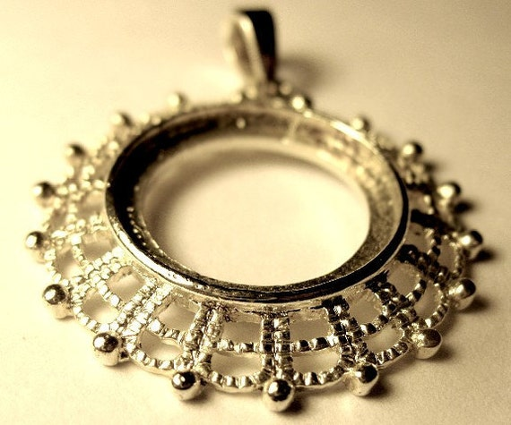 Round Silver Plated Pendant Setting with Filigree Edge 30 mm for 18 mm Cabochon