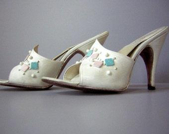 Vintage 50s Springolator High Heels Pumps Rockabilly White 5N - Bubble Studded Barbie does Elvis CLEARANCE