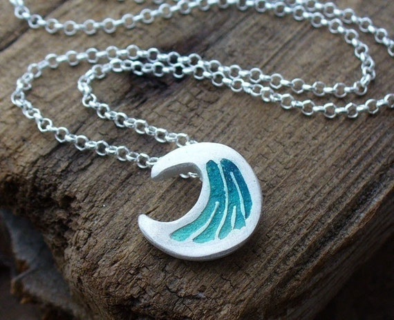 Tiny  wave necklace in silver and concrete