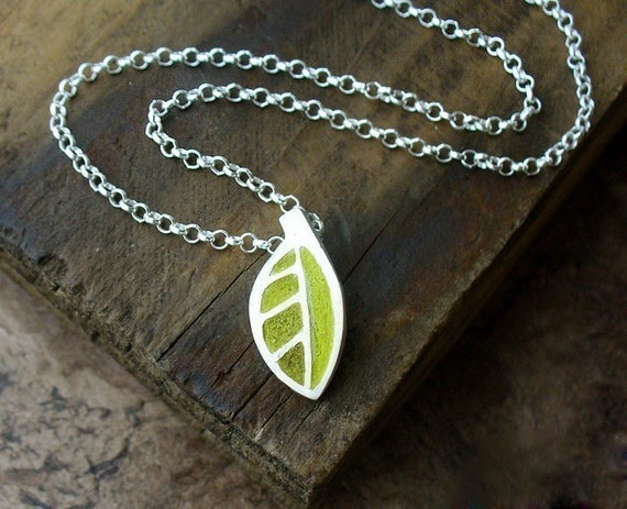 Tiny green leaf necklace in silver and concrete