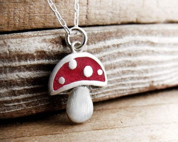 Mushroom necklace in silver and concrete