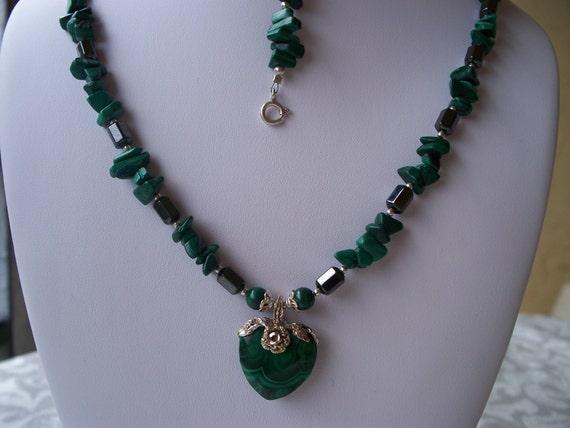 GO  GREEN NECKLACE and Bracelet Set