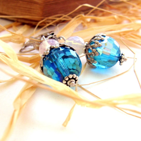 Sky Brilliant Turquoise Vintage Acorn Style Crystal Earrings