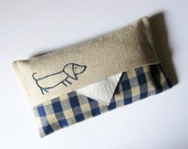 Tissue Holder. Sausage dog. Linen with navy blue gingham fabric. Hand embroidered.