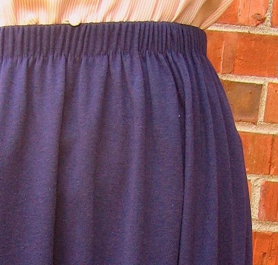 on sale navy blue knit skirt vintage 1980s modern size 6 to 8