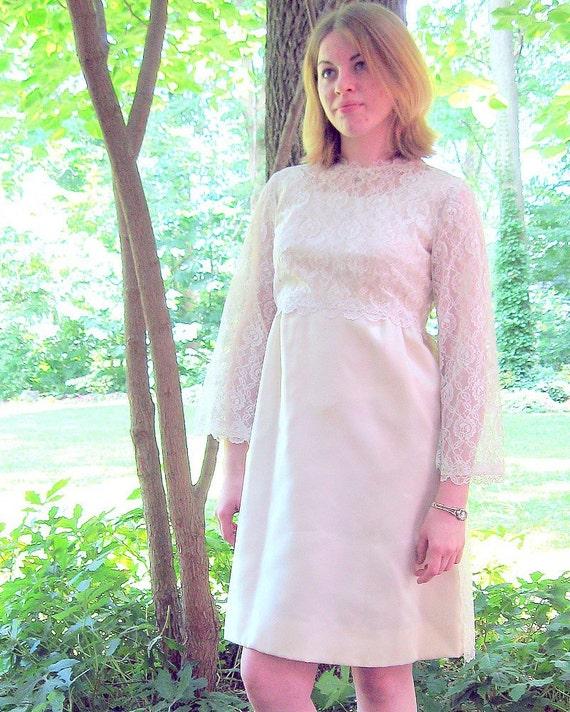 Vintage 1960's Short Informal Ivory Wedding Dress, Modern Size 6, Small