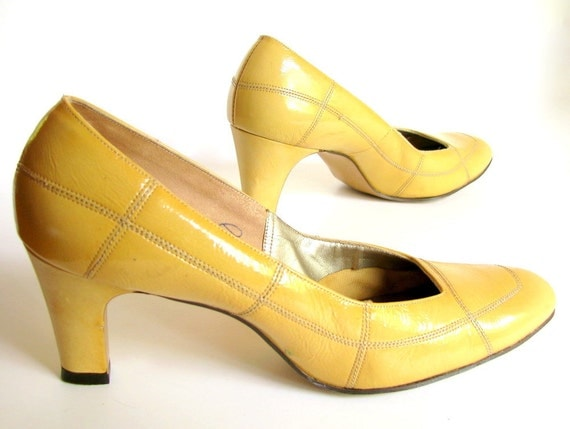 1970s Mustard Yellow Patent Leather Patchwork Pumps Vintage High Heel Shoes Size 8.5AA