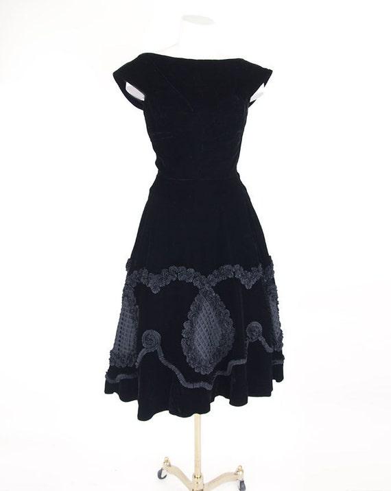 50s Black Velvet Full Skirt Party Dress w/ Spectacular Ribbon Detail XS