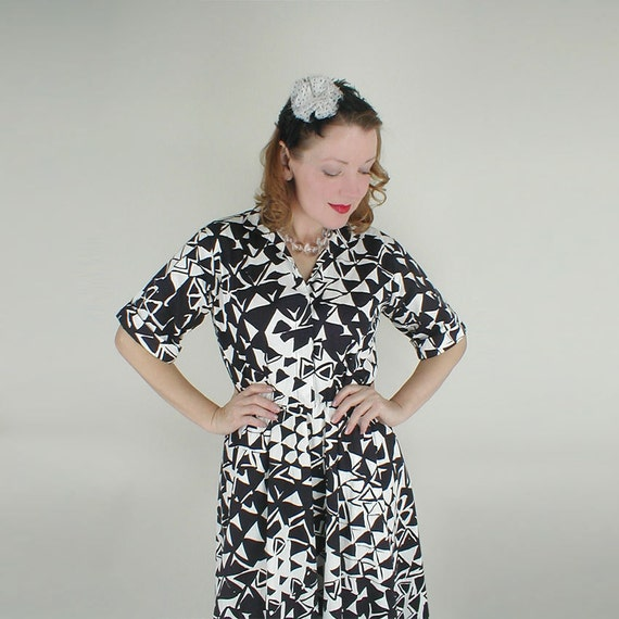 RESERVED 80s Black & White Bold Triangle Print Dress M/L