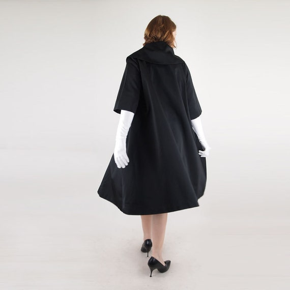 Elegant 50s Black Satin Swing Coat with Cropped Sleeves - Easy Fit - S/M/L