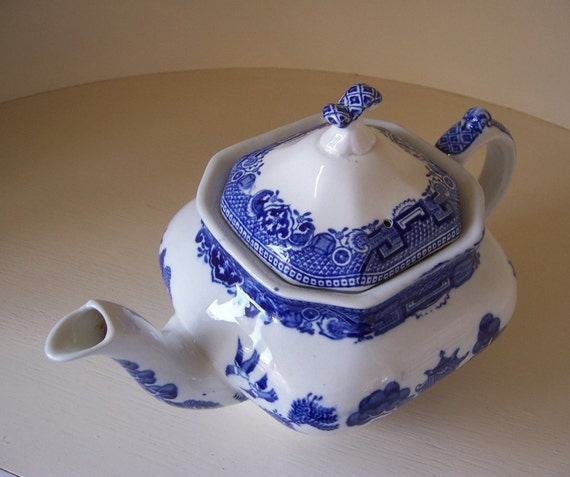 SALE - Vintage Teapot Blue Old Willow Style - EnglishPreserves