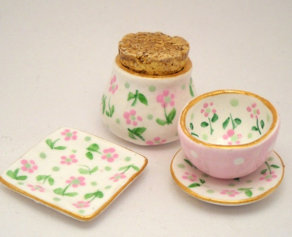1/12TH scale - set of hand painted kitchenware in pink and white - by Lory
