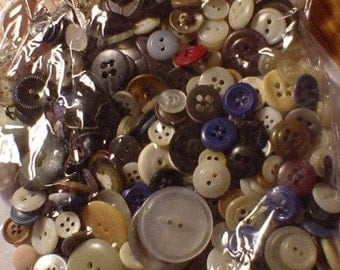 6 ounces of  Buttons --mixed  Vintage  and modern
