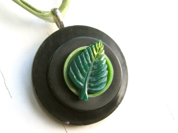 FREE SHIPPING Vintage Button Pendant Spring Green Leaf Vintage Button Jewelry