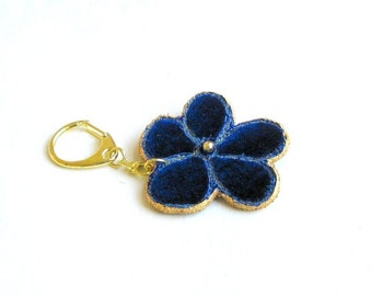 Keyring flower stitched dark blue velvet