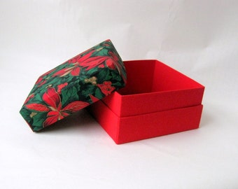 Box green red square fabric lined xmas
