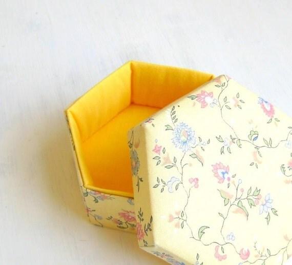 Gift box yellow romantic hexagonal container m