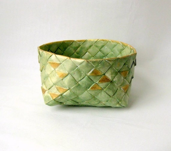 Basket woven paper Danish green golden