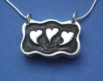4-Photos Locket LOVE Heart Design For Moms Grandmas Daughters Sisters