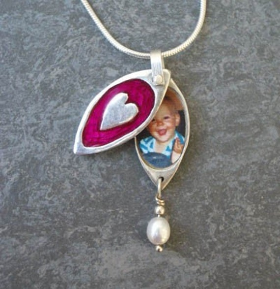 Cute Pink and Silver Heart Photo Locket for Moms daughters children grandmothers sisters baby shower