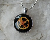 HUNGER GAMES Glass Tile Pendant / Necklace- Mockingjay (D)
