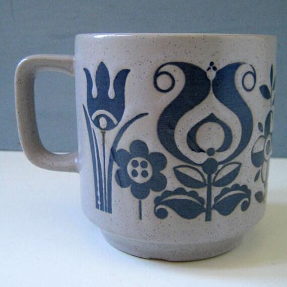 Folk art. Vintage stoneware mug.