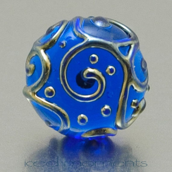 Lapel pin - Line art - Aquamarine and silver - lampwork glass