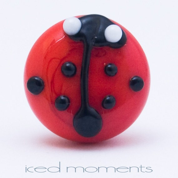 Lapel pin - Ladybug - light red - lampwork glass - by Jennie Yip